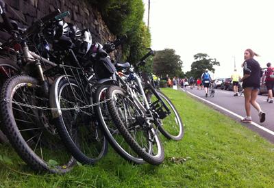TdF,-cycles-roadside