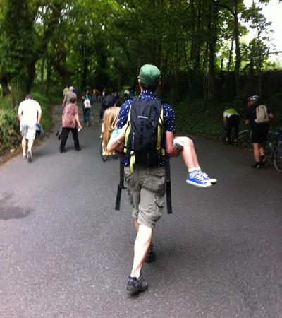 TdF,-kid-carried